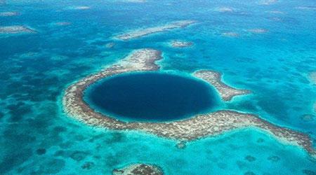 """گودال آبی بلیز، در فاصله حدود 100 کیلومتری در شره """"بلیز"""" واقع شده است"""