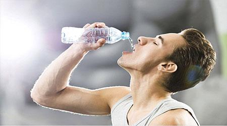 هنگام ورزش چقدر آب بنوشیم