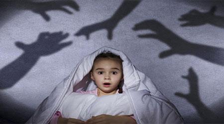 چرا بچه ها از تاریکی میترسند؟